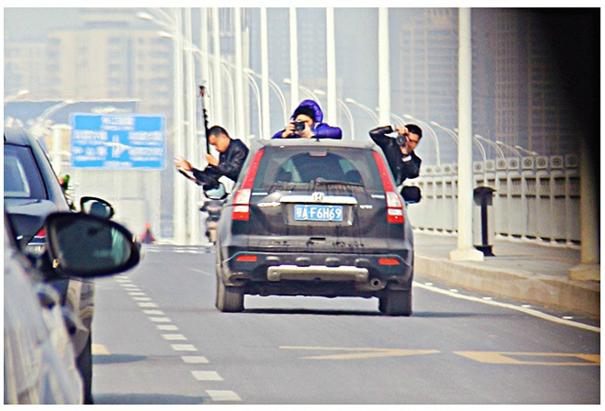 高危的婚車拍攝,別拿攝影師的安全去滿足婚禮的面子!