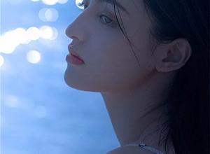 最新影樓資訊新聞-日與月映襯的少女 和夏天的海