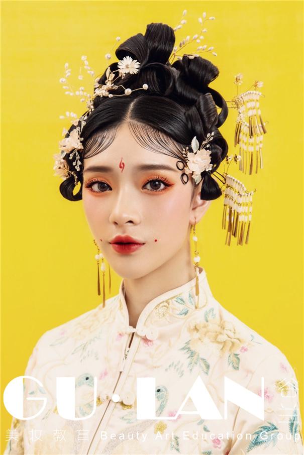 金玉满堂 中式秀禾新娘造型