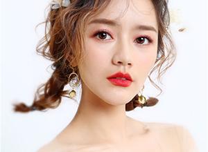 日系短发造型 俏皮可爱编发少女