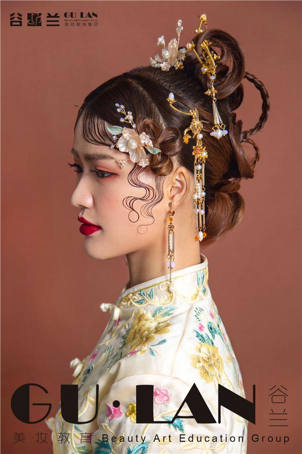 波纹刘海中式新娘造型