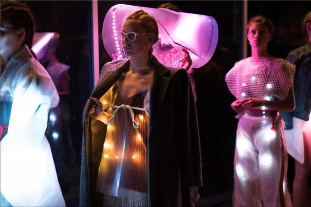邓芑芃:丹麦小城的时装秀
