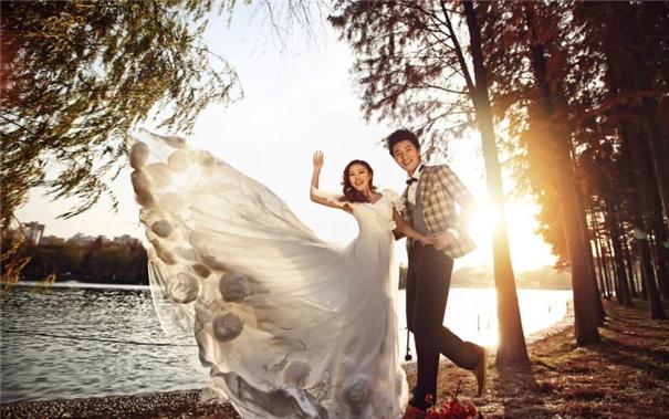 一场婚礼5万到20万元,英媒:婚纱照在中国成大生意