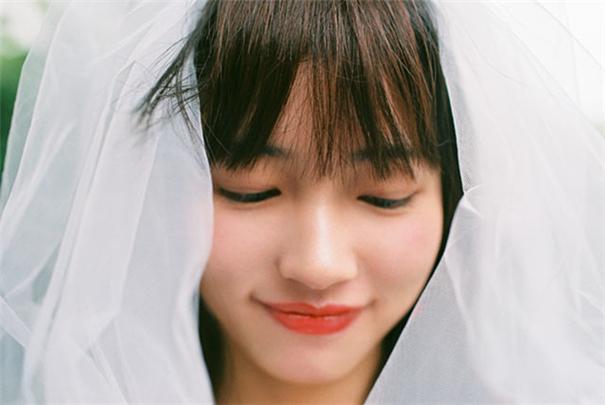 可愛的19歲,誰說頭紗只能配婚紗?