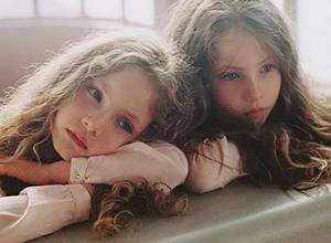 最新影楼资讯新闻-光影如诗,她拍的双胞胎小女孩也太好看了吧!