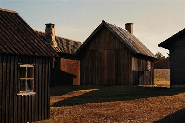 欧美时尚摄影:农场题材的双人照