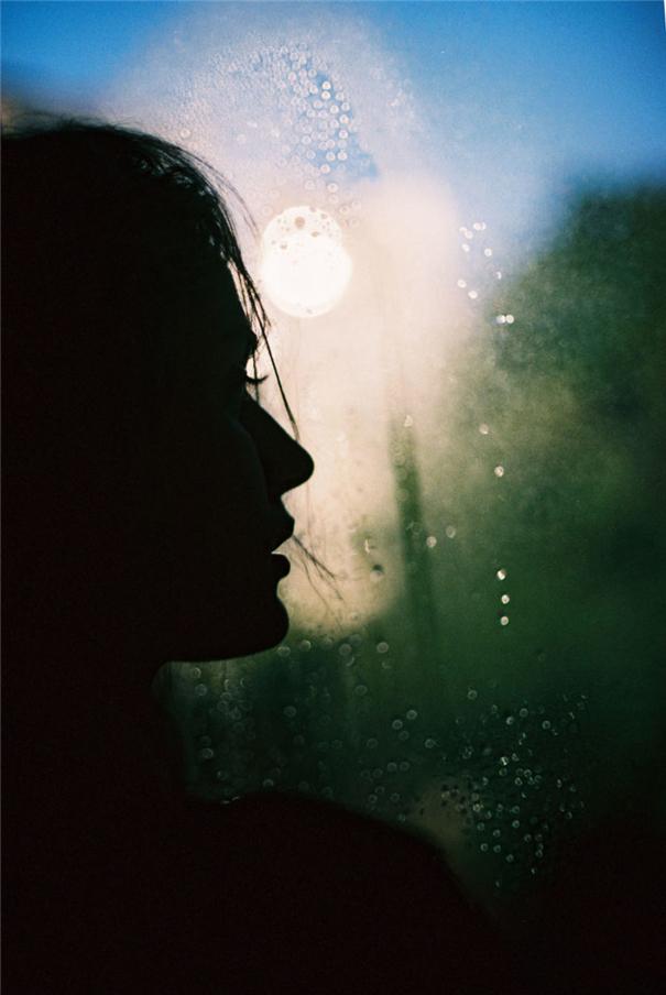 隐秘之间透露少女柔美 自然与人的视觉蒙太奇