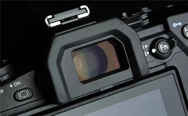 哪個更好用?光學取景器 VS 電子取景器