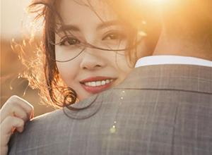 最新影楼资讯新闻-有情感的亚博娱乐唯一官网师,让婚纱照片更有温度