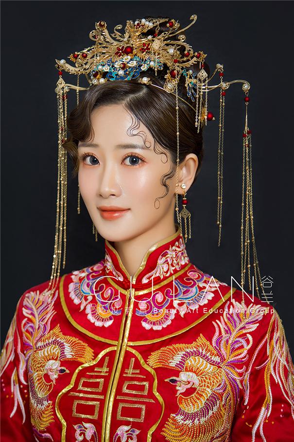 点翠凤冠 中式秀禾新娘造型