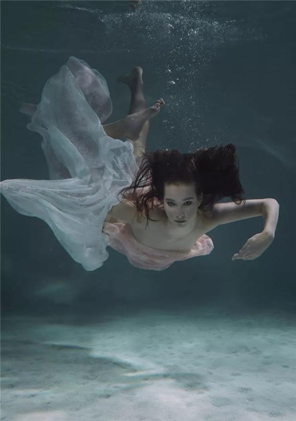 写真 : 唯美空灵的水下幻境