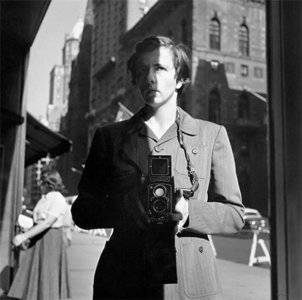 自己的肖像:摄影大师们的自拍瞬间