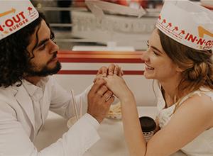 最新影楼资讯新闻-你想过在汉堡快餐厅办婚礼吗?还是老外会玩