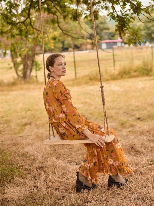 大方朴素的秋冬装 农场里的时装大片