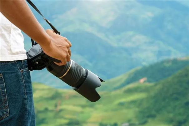 如何使用遮光罩来改善拍摄效果?