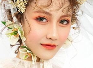 眉眼含笑的少女 清新甜美的洛可可風情