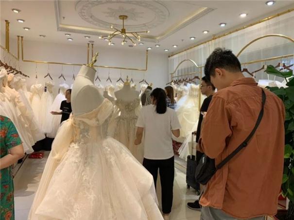 從一條街到一座城,TA生產了中國70%的婚紗