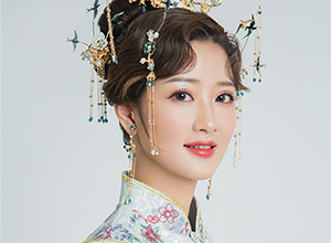 最新影楼资讯新闻-飞燕发冠高髻盘发 清雅气质中式新娘