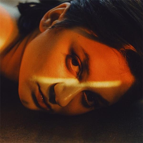 Martina Matencio:光影之下的少女肖像