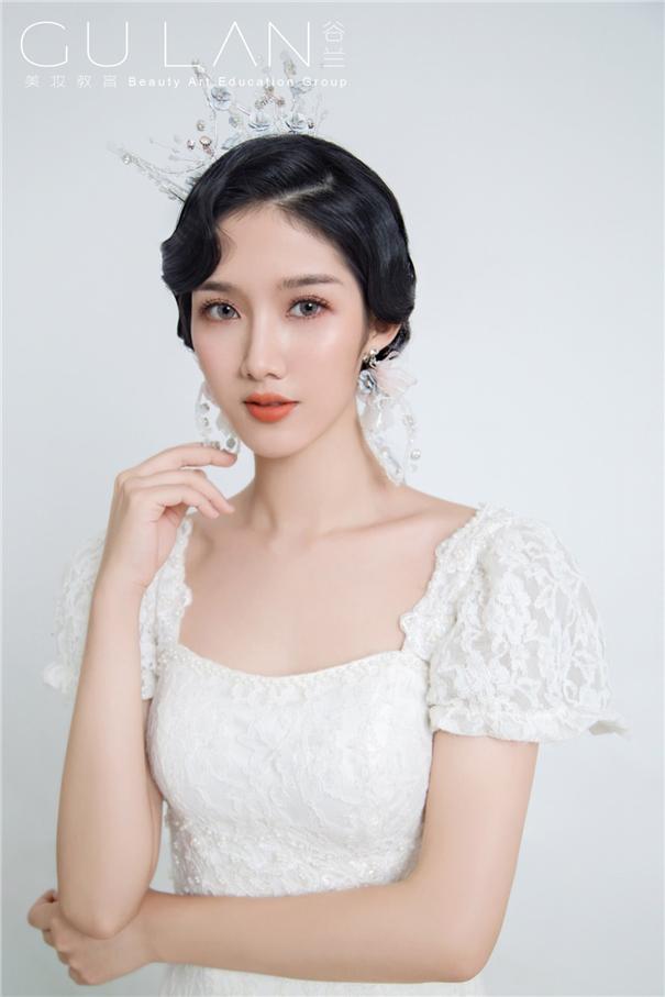 波纹卷发 经典复古蕾丝新娘造型