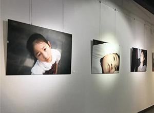 以繪攝影作品展《朵朵》 在尚8美術館開幕