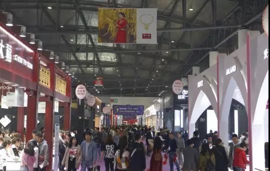 冬季婚博會成都開幕 蓉城新人:個性、創意、定制