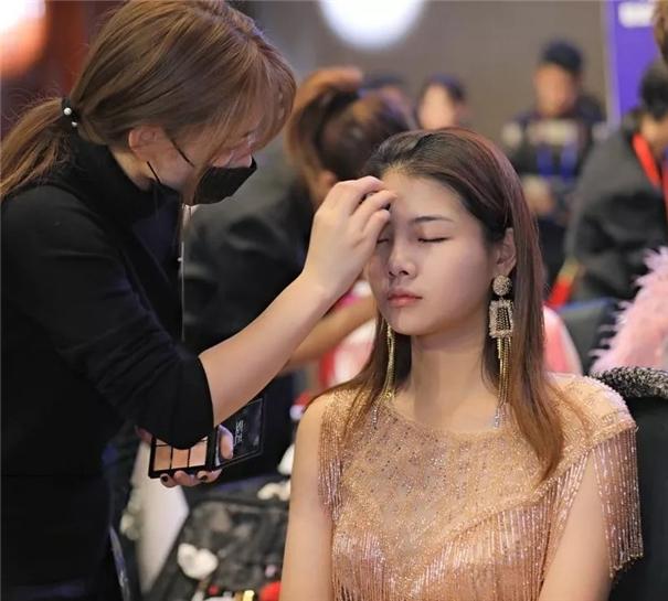 人像摄影行业第二届化妆造型与婚纱礼服产业发展峰会