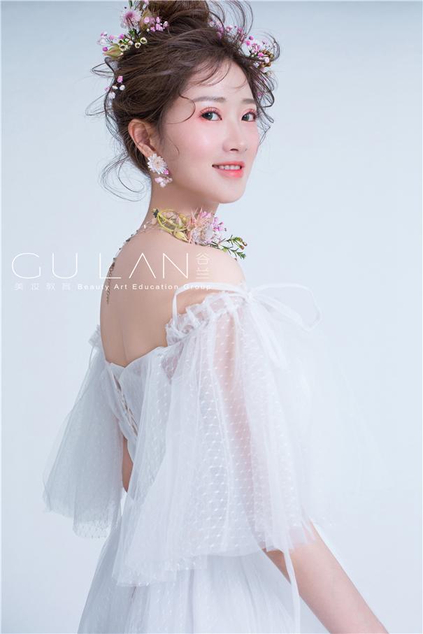 甜美系蕾絲白紗鮮花新娘