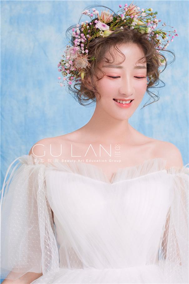 甜美系蕾丝白纱鲜花新娘