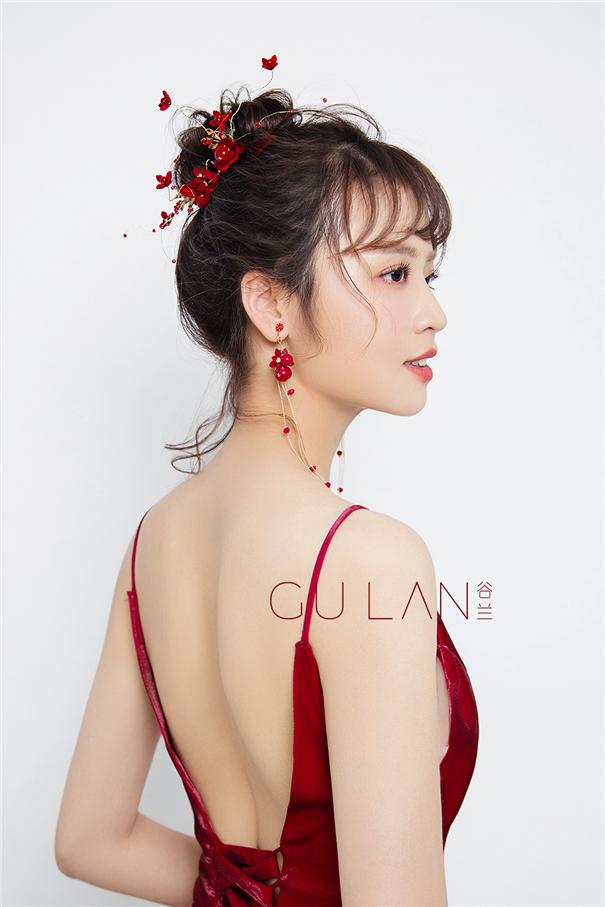 气质抽丝盘发 红色质感丝绒晚礼服新娘