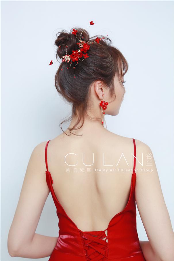 氣質抽絲盤發 紅色質感絲絨晚禮服新娘
