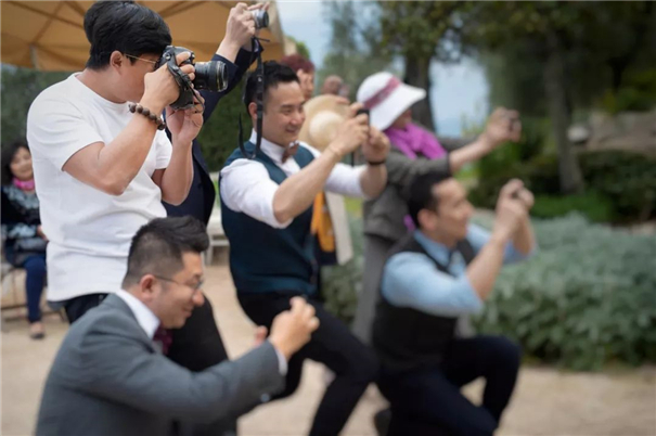 10年的婚礼摄影夫妻档,他们在工作中恋爱保鲜