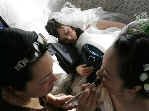 """拍婚纱照这么烧钱又费劲的事情,为什么是""""婚姻标配""""?"""