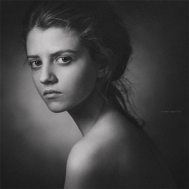 他把油画风融入肖像摄影,展现灵魂深处的优雅