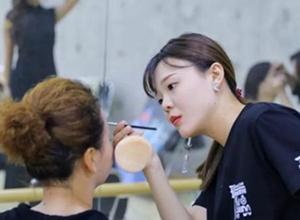 最新影楼资讯新闻-一个新手化妆师该如何成长?