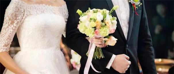 同為攝影,為何拍新生兒比拍婚禮貴那么多?