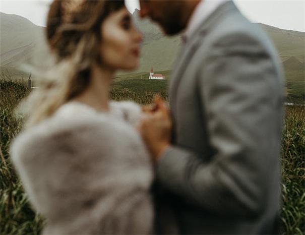 阿富汗战场走出的爱情千亿国际手机版师:婚礼中的灵魂满足