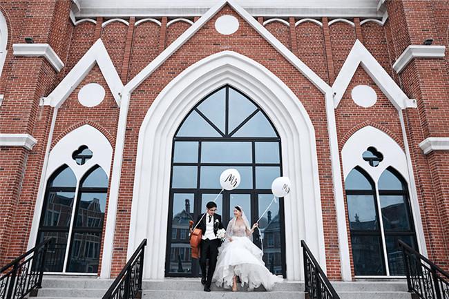 昆明婚慶市場逐步回暖 商家預計7到10月有望迎來婚慶高峰