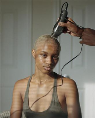 27位美国黑人摄影师自拍中的自我与世界