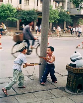 他给1000个中国儿童拍了最好的照片