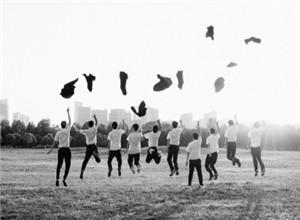 """最新影楼资讯新闻-特殊毕业季带火校园摄影师 有学生""""老板""""拒单量和订单量一样多"""
