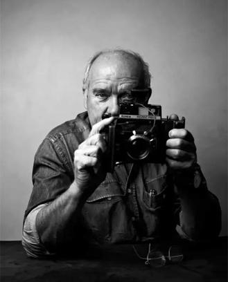 他用镜头给明星卸妆,拍下众多女星黑白肖像