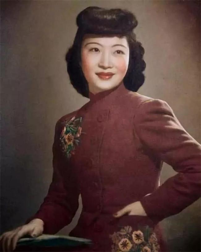 老上海照相館競爭激烈,外籍攝影師沈石蒂卻為何能脫穎而出?