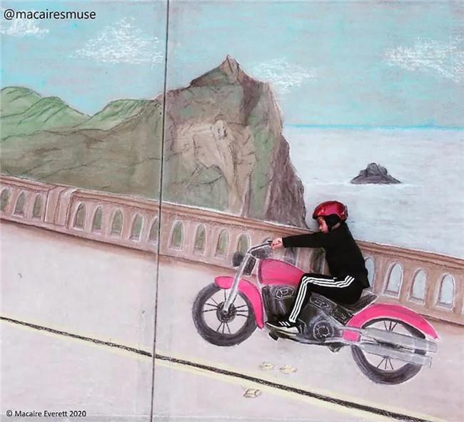 14 岁姐姐用粉笔画带弟弟周游世界