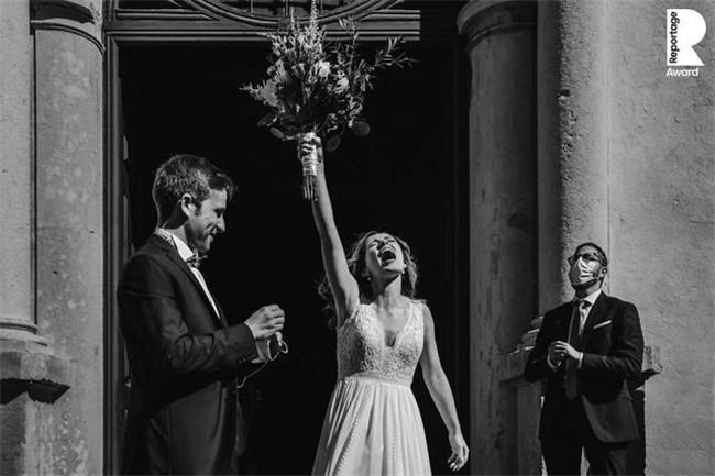 疫情期间拍下的最美婚纱照:2020婚纱摄影比赛获奖作品欣赏