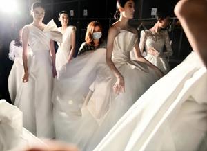 最新影楼资讯新闻-直击现场 | 全球顶级奢华婚纱亮相上海时装周