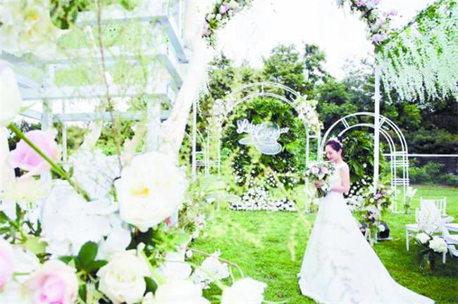 """今年新人结婚都很""""简约"""",户外婚礼、旅行结婚等特别流行"""