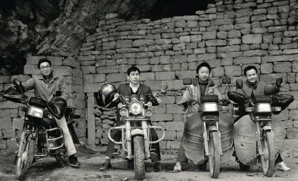 他20年走遍中国,拍下荒诞又鲜活的中国底层