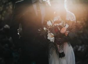 """最新影楼资讯新闻-线下婚礼告吹后 60%的95后开始""""发明""""云结婚 每天2.5小时"""