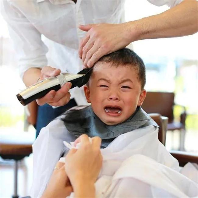 """靠儿子""""丑照""""火爆ins!日本爸爸偷拍了儿子七年,还要做成结婚礼物?"""
